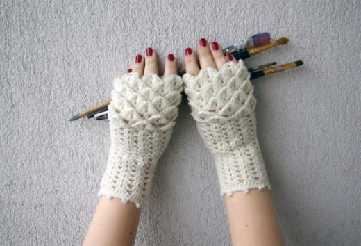 Mare shop: fingerless gloves for dragons and exotic birds ...