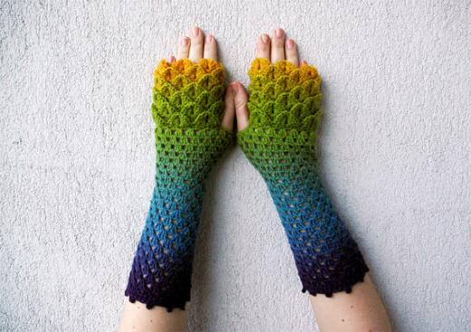 Dragon Gloves Knitting Pattern : 1000+ images about To Make on Pinterest Amigurumi ...
